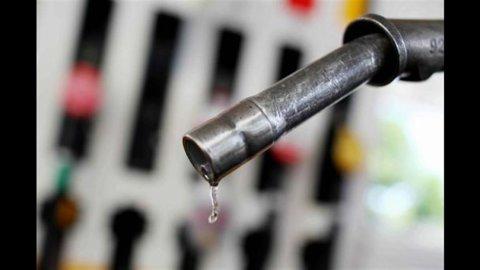 """Benzina, Scaroni (Eni): """"Consumi in caduta, ma i prezzi non scenderanno"""""""