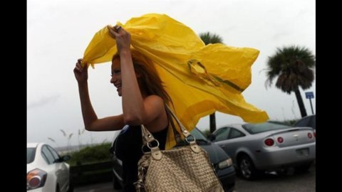 """Obama su Isaac: """"Stiamo per affrontare una grande tempesta"""".  Stato di emergenza in Louisiana"""