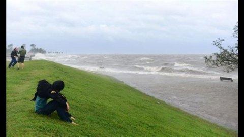 Isaac punta New Orleans, ma è meno potente di Katrina e dovrebbe schivare la città