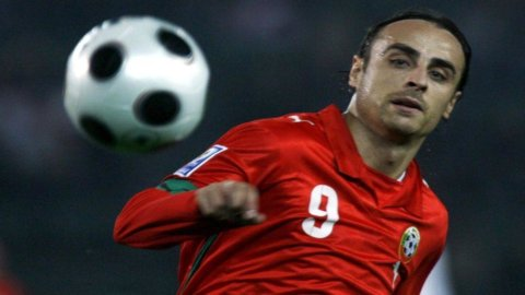 Calciomercato, caso Berbatov: il bulgaro beffa prima la Fiorentina e poi la Juve. Va al Fulham