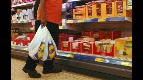 Istat: inflazione agosto sale al 3,2%, pesano benzina e trasporti