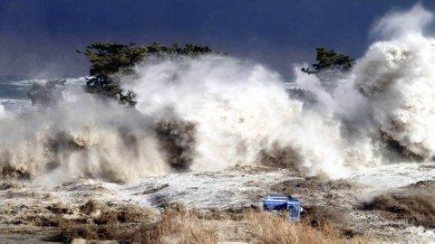 Terremoto di magnitudo 7,9 a largo delle Filippine: scatta l'allarme tsunami