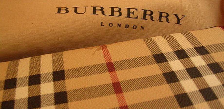 Borsa, Burberry crolla a Londra e fa scivolare il lusso europeo