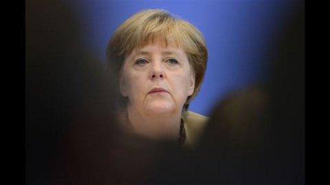 """Merkel: """"La crisi va risolta in modo politico"""""""