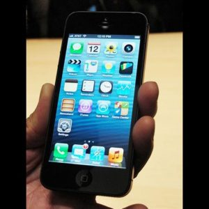 Apple, i pre-ordini dell'iPhone 5 battono ogni previsione