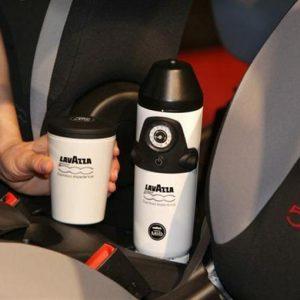 Da Lavazza ecco Espressgo: è la macchina da caffè portatile, disponibile da marzo 2013