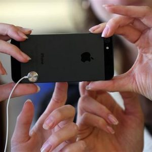 Apple, venduti 5 milioni di iPhone 5