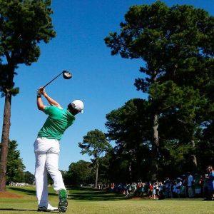 Golf: Rory sugli altari, Tiger nella polvere