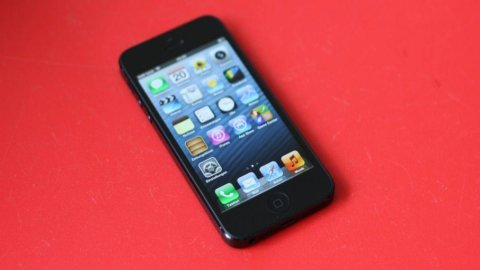 Apple: iPhone5 flop, crollo in Borsa