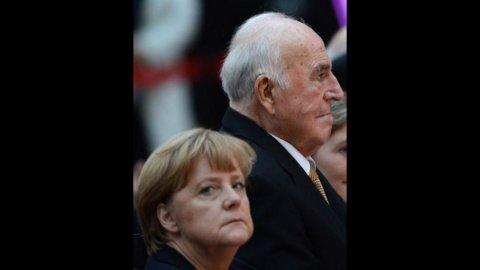 """Merkel a Berlusconi: """"Germania fuori dall'euro? Illogico dire che non sarebbe un dramma"""""""