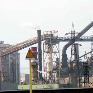 Gli impianti di Taranto e Piombino sono sull'orlo del precipizio: per l'acciaio è ora di una svolta