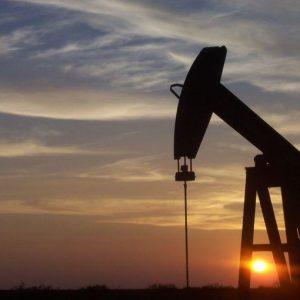 Crollo del petrolio, chi vince e chi perde