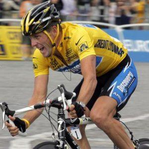Armstrong, il Re cancellato dalla storia: revocati tutti i titoli all'ex campione dopato
