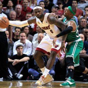Basket, Nba al via: Miami show, delusione Lakers