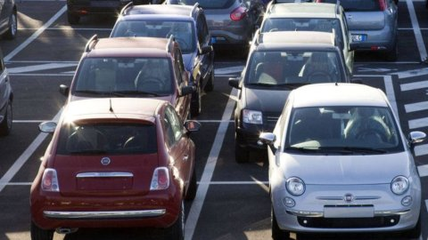 Borsa: crolla Fiat, voci di un'indagine antitrust in Cina