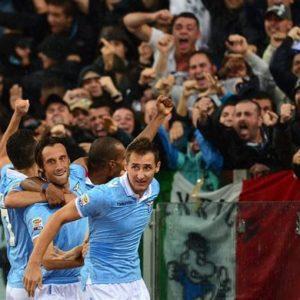 CAMPIONATO – Derby stregato per la Roma: la Lazio vince e convince anche per la follia di De Rossi
