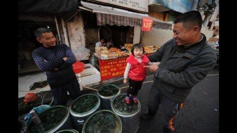 Cina, la manifattura risale dopo 13 mesi