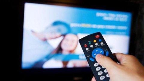 Altro che zapping: è la pigrizia con il telecomando a fare la fortuna dei canali tv