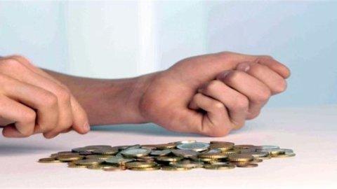 Bankitalia: reddito famiglie 2012 in calo di oltre il 2,5%. Istat: a ottobre retribuzioni +1,5%