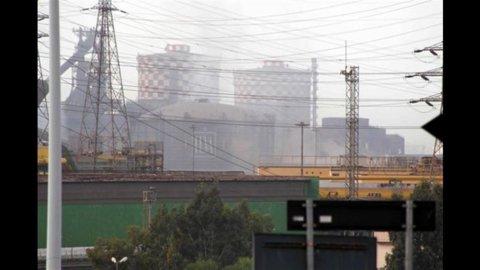 Allarme maltempo in tutta Italia, tromba d'aria sull'Ilva