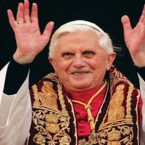 Papa Benedetto XVI sbarca su Twitter, e l'hashtag #ilPapaSuTwitter è già un cult