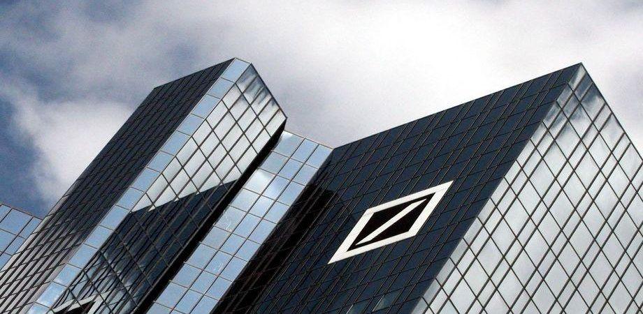 Borsa, banche al top sulle nozze tedesche. Spread giù