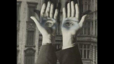 """Fotografia, a New York sono di scena """"le mani"""""""