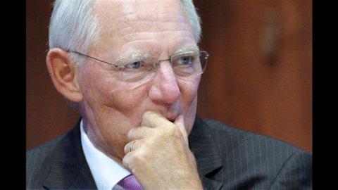"""Schaeuble: """"Monti ha fatto meglio di Berlusconi"""""""