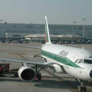 Maxi-commessa nei cieli, Alitalia pensa agli arabi di Etihad