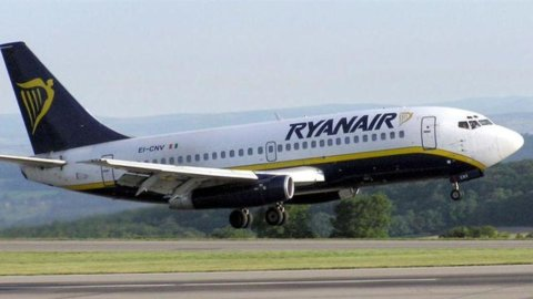 Ryanair, l'antitrust di Londra ordina di ridurre drasticamente la quota in Aer Lingus