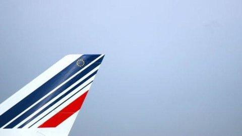 Alitalia, secondo Bloomberg Air France sta per lanciare l'offerta per il controllo