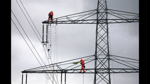 Italia, consumi elettrici ai livelli del 2004