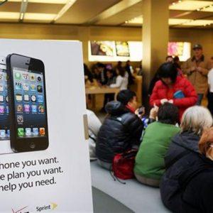 Apple (-11%) crolla ai minimi da febbraio 2012 dopo il primo calo degli utili trimestrali in 10 anni