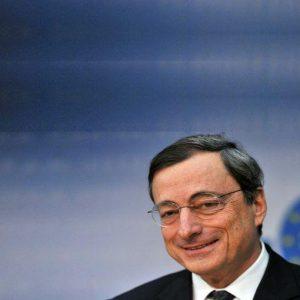 """Bce, Draghi: """"No a pressioni politiche, tassi di cambio importanti per la crescita"""""""