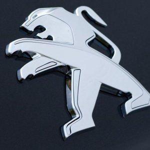 Peugeot punta Opel e cerca Merkel
