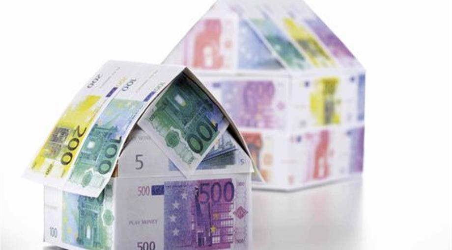 Casette con banconote per rappresentare i mutui