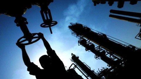 Banche sotto tiro e petrolio sotto i 40$, ma il Nasdaq è al record
