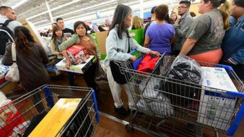 Usa, fiducia consumatori in calo a gennaio, ma il dato è sopra le stime.
