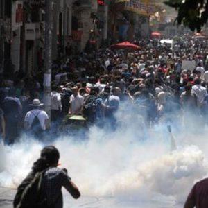 Turchia, l'onda delle proteste fa crollare Borsa e valuta