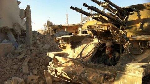 Siria, i ribelli abbandonano la roccaforte di Qusayr