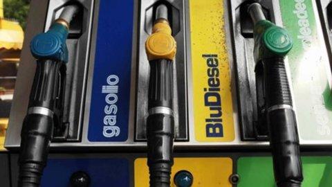 Carburanti: prezzi fermi