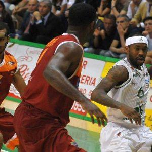Basket, Serie A: Brindisi e Sassari continuano a stupire