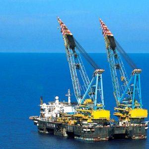 I petroliferi spingono la Borsa ma i dazi fanno paura. Corsa ai Bot
