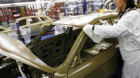Industria, Istat: fatturato in calo, salgono gli ordini