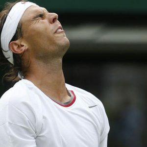 Wimbledon, pronti via e subito il primo choc: Nadal fuori. Federer facile, oggi in campo Djokovic