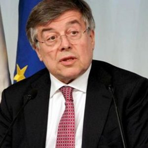 Electrolux, Zanonato ottimista: allo studio incentivi per rimanere in Italia