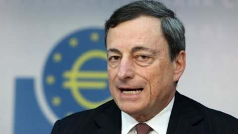 Draghi non cambia i tassi e avverte: resteranno così a lungo o diventeranno anche più bassi