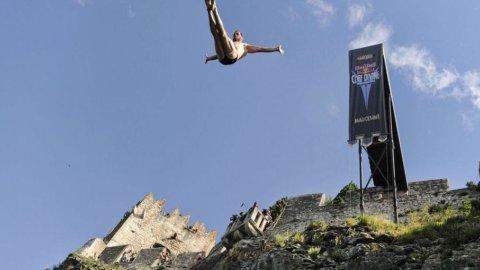 Red Bull Cliff Diving, la prima volta delle donne e di un italiano