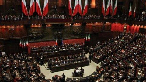 """Pdl: stop Parlamento dopo decisione Cassazione su Berlusconi. Grillo al Colle: """"Sciolga le Camere"""""""