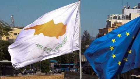 Cipro, troika sottolinea rischi programma salvataggio